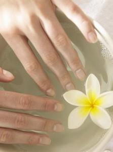 Ванночка при ломкости ногтей